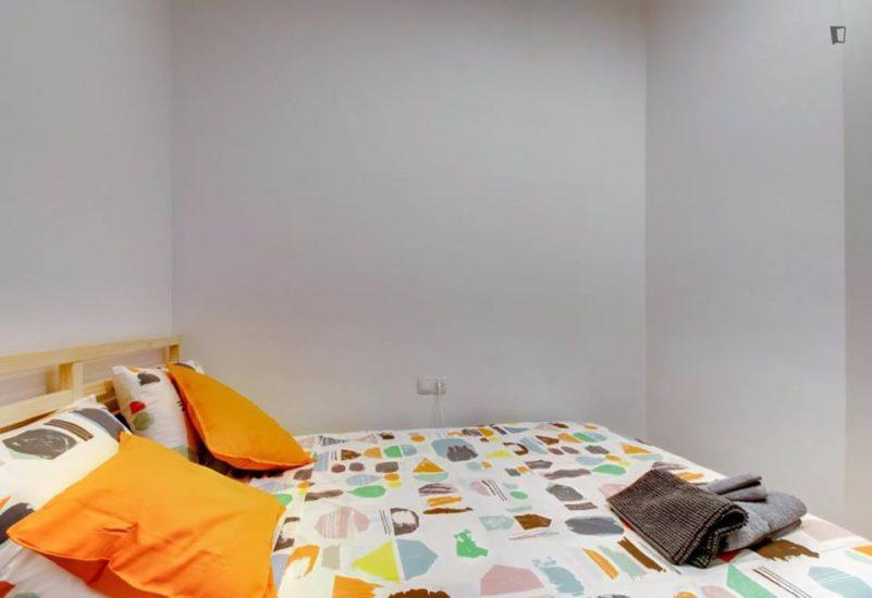 Muntaner student room for rent nr1 -1