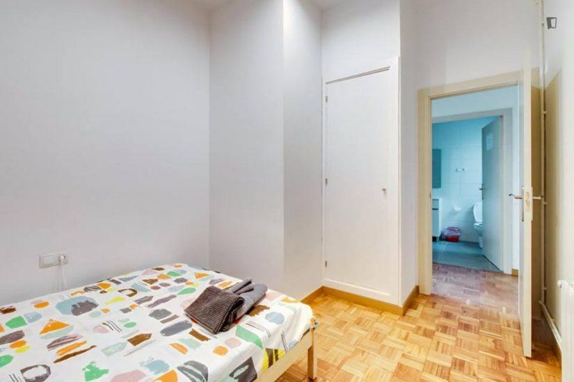 Muntaner student room for rent nr1 -2
