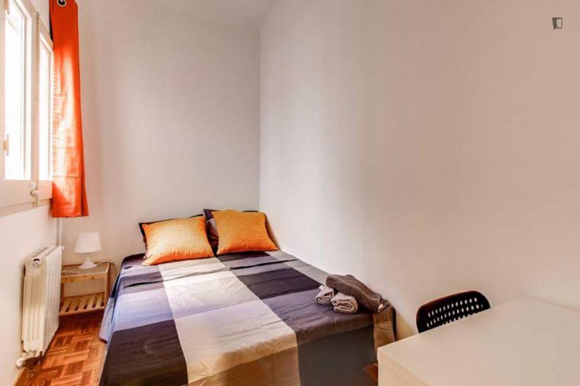 Muntaner student room for rent nr5-3